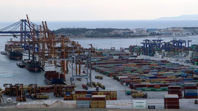Totale auf Hafenanlagen