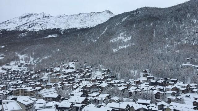 Winterlich verschneites Zermatt Mitte November.