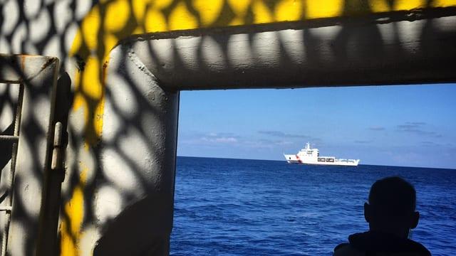 In mariner guarda sin il mar mediterran.