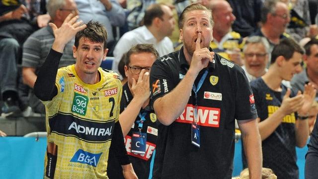 Andy Schmid und Teammanager Oliver Roggisch.