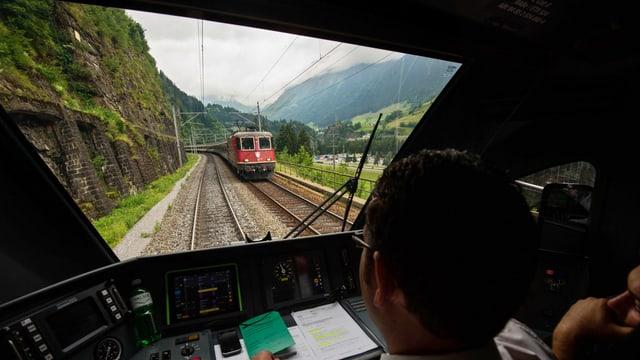 Fahren auf der Gotthard-Bergstrecke.