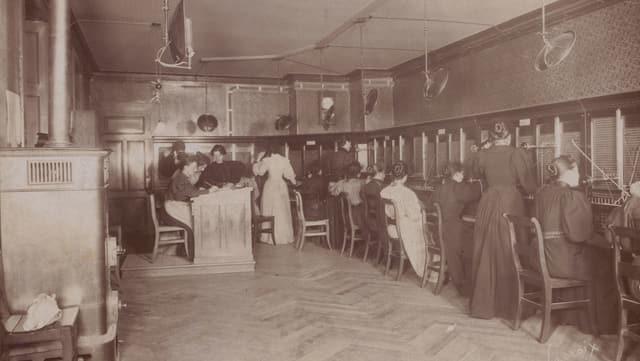Telefonistinnen ca. 1890 / 1900