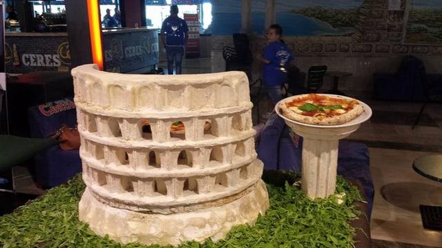 Il Colosseum da Roma fatgs dal maister-pizzaiolo Claudio Vicanò ord pasta da pizza.