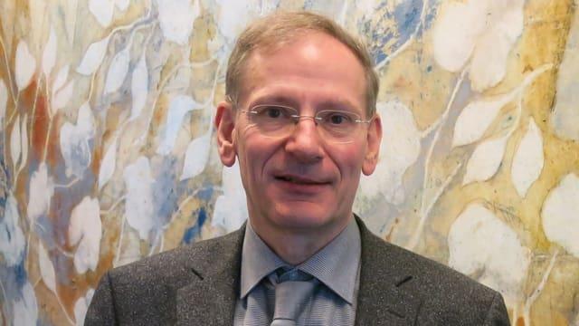 Porträtaufnahme das künstlerischen Leiters der «Andermatt Swiss Alps Classics», Clemens Hellsberg.