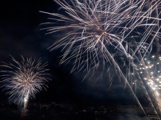 Feuerwerk am Basler Nachthimmel
