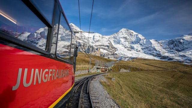 Jungfraubahn fährt aufwärts Richtung Jungfrau