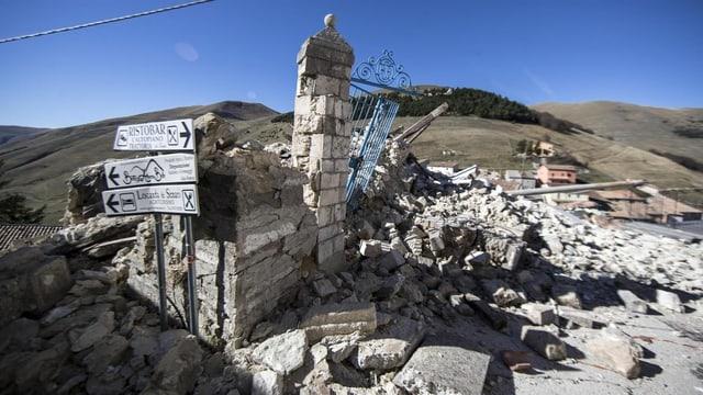 Zerstörte Gebäude in Castelluccio di Norcia.