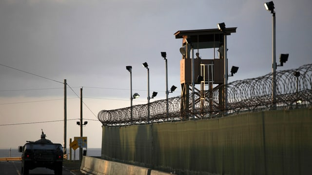 Actualmain sa chattan 107 arrestads sin la basa militara a Cuba.