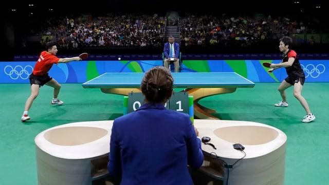 Long Ma (links) im Halbfinal gegen den Japaner Jun Mizutani.
