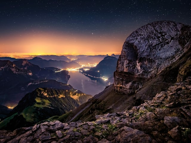 Felsen bei Nacht