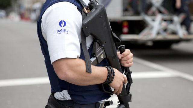 La polizia a Brüssel è anc adina en prontezza d'alarm augmentada
