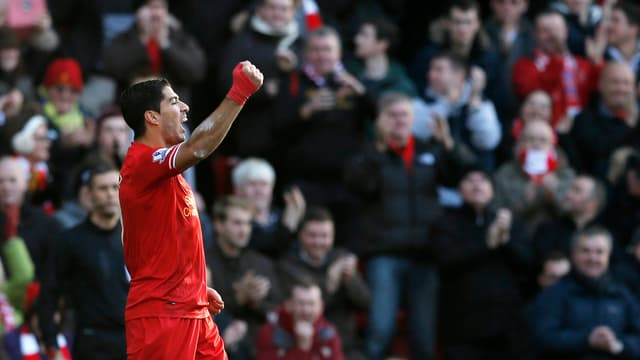 Luis Suarez bejubelt an der Anfield Road die Rang 1 in der Premier League und der Torjägerliste.