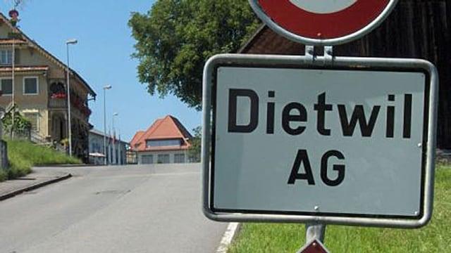 Ortseingangstafel von Dietwil.