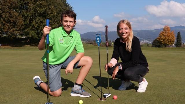 Anna und Andri auf dem Golfplatz