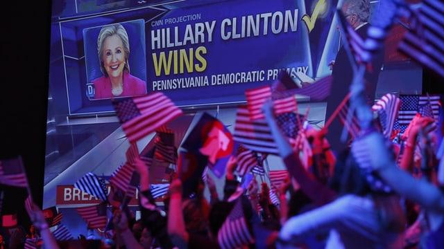 Grazia als novs resultats po teoreticamain mo aunc Sanders far concurrenza a Clinton.