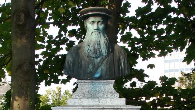 Ein Denkmal für Conrad Gessner im alten botanischen Garten von Zürich.
