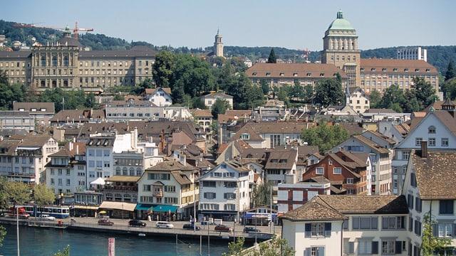 Sicht vom Zürcher Lindenhof auf Uni und ETH-Zürich