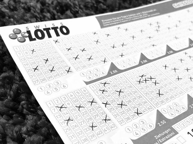Ein Foto von einem Lottoschein