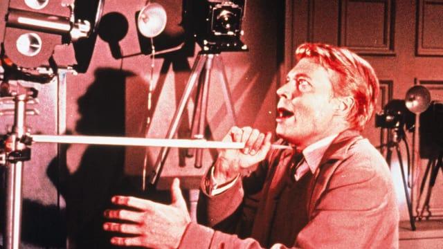 Karlheinz Böhm als Mark Lewis.
