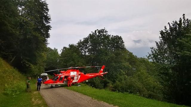 Helicopter da la Rega sin via davant guad.
