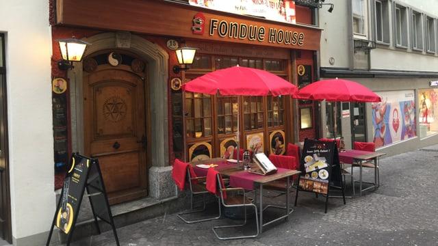 Video «Fondue House Luzern - Tag 1» abspielen