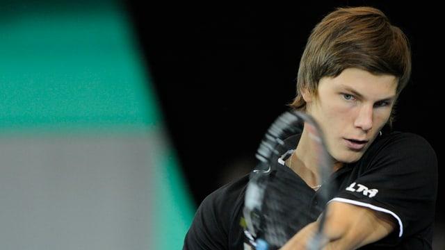 Marton Fucsovics spielt in jungen Jahren eine doppelhändige Rückhand.