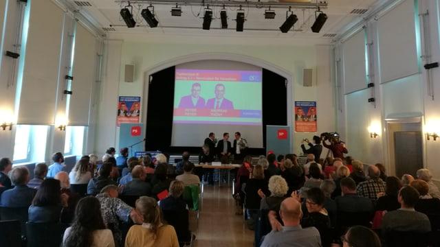 Peter Peyer ed Andreas Thöny pon ir en il cumbat pre-electoral.