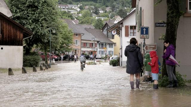 Ueberschwemmtes Dorfzentrum