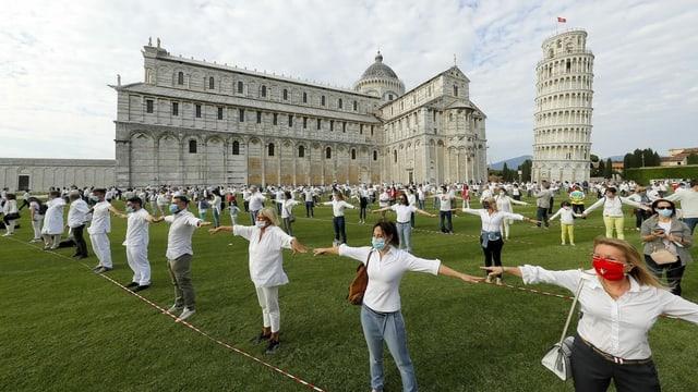 Flashmob beim Turm von Pisa