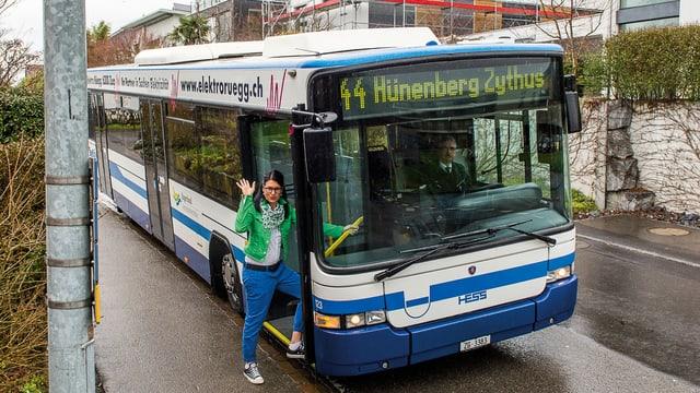 Bus der Zugerland Verkehrsbetriebe zwischen Hünenberg Dorf und See