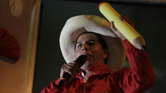 Pedro Castillo ist ehemaliger Primarlehrer. Er vertritt die Linken und die Landbevölkerung Perus.