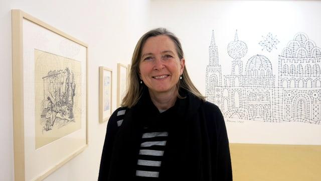 Gabriela Christen in der Ausstellung.