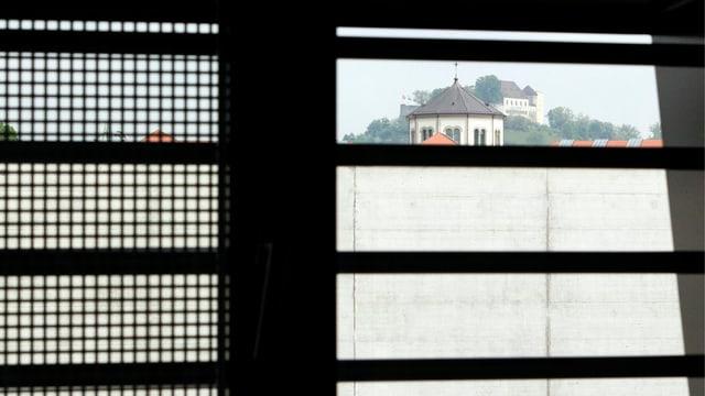 Blick aus einer Zelle im Gefängnis.