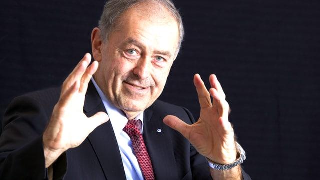 Wirtschaftsexperte Professor Franz-Josef Radermacher im Gespräch über Globalisierung und Flüchtlingsproblematik.