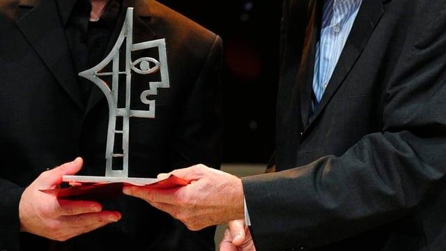 Purtret da la trofea dal «Prix Courage»