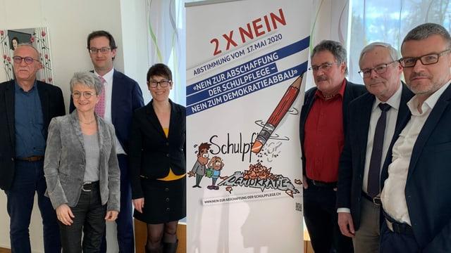 Die Mitglieder des Komitees, das die Schulpflege im Aargau erhalten und weiterentwickeln will.