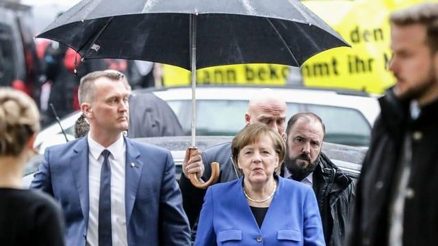 Bundeskanzlerin Angela Merkel trifft zu den letzten Gesprächen in Berlin ein.