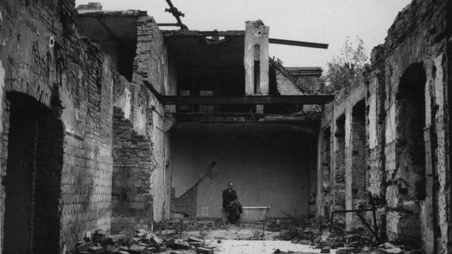 Zerstörtes Haus, im Innernn Carl Lutz