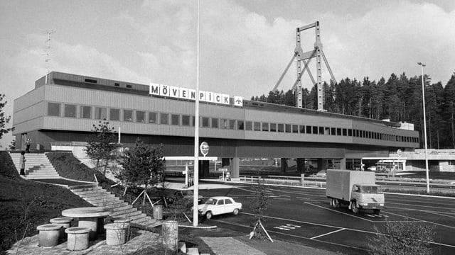 Die fertige Raststätte Würenlos 1972