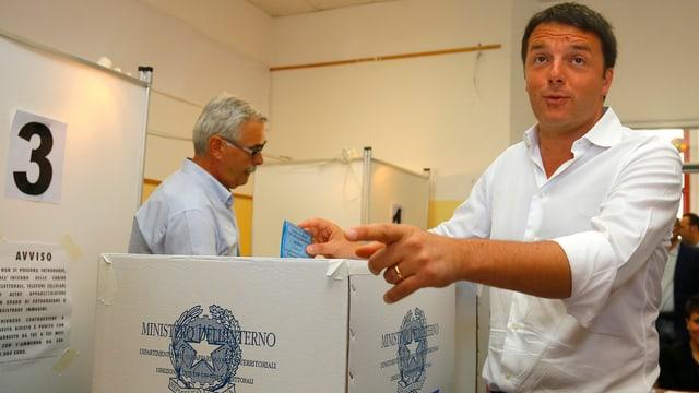 Matteo Renzi bei der Stimmabgabe in Pontassieve bei Florenz.