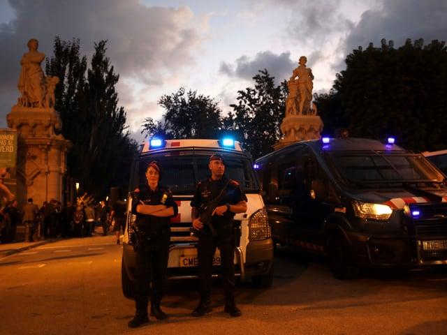 Polizei vor Parkeingang