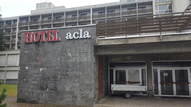 Il mument è anc tut bandunà tar il Hotel Acla da Fontauna.