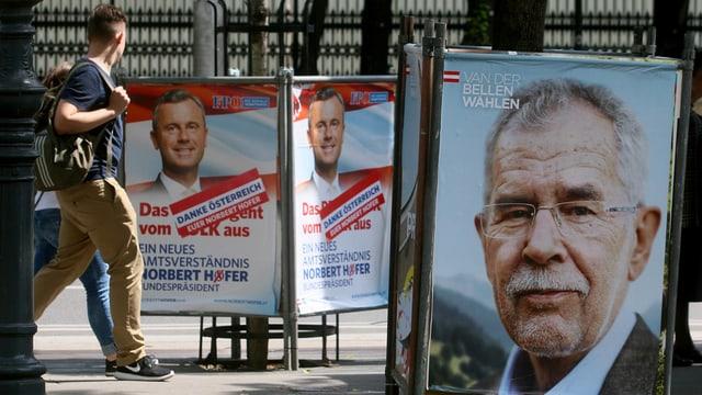 Placats da Norbert Höfer (FPÖ) e dad Alexander Van der Bellen (Verds).