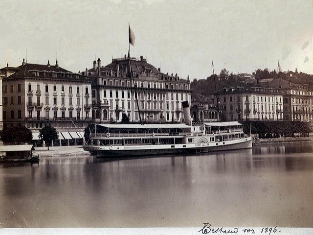 Schwarz-Weiss Foto: Dampfschiff