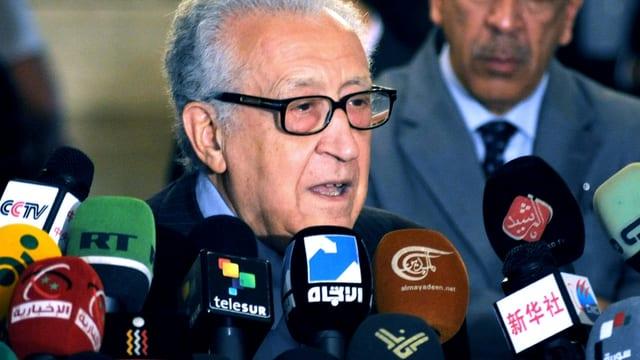 Brahimi während der Pressekonferenz in Damaskus.