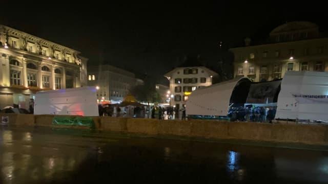 Zelte auf dem nassen Bundesplatz