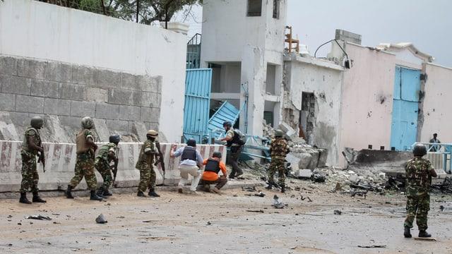 UNO-Hauptquartier in Mogadischu nach Anschlag der Al-Schabaab-Milizen.