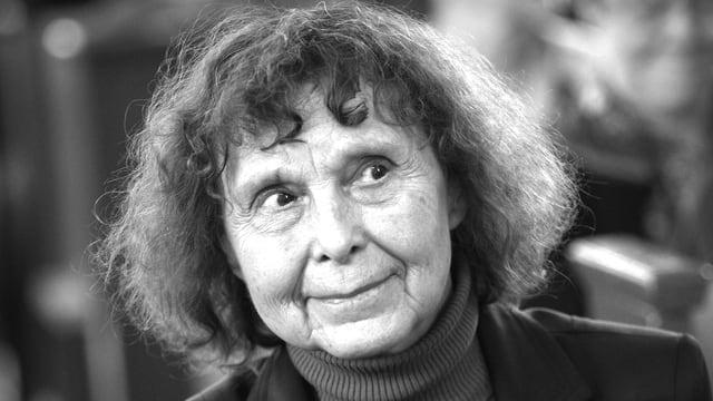 Sofia Gubaidulina im Porträt schwarzweiss.