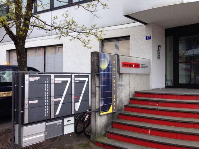 Eingang eines Firmengebäudes.