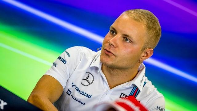 Williams-Pilot Valtteri Bottas an einer Medienkonferenz